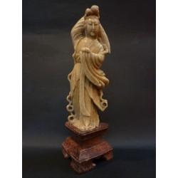 Guan Yin in giadeite e pietra rossa - Cina - primi '900
